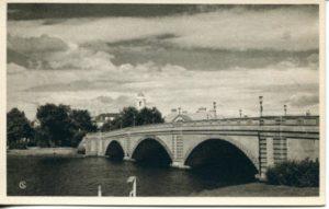 1.01 CPC - Larz Anderson Bridge, Cambridge ca.1938-1941 [American Scene, New Haven, CT] Photograph: Samuel Chamberlin